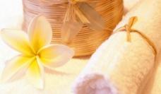 鲜花与毛巾图片