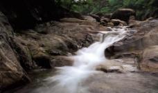 山间流水图片