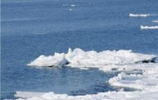 结冰的河流图片